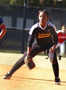 Lithonia's N'Layia Perkins ready at first base. Perkins made some nice stretches to complete outs for the Blue defense. (Photo by Mark Brock)