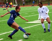 Dunwoody Sarah Holland (left) makes a move on Discovery's Zoi Sinclair (right) during Dunwoody's 7-0 7-7A victory. Holland had four second half assists to lead the Wildcats in the win. (Photo by Mark Brock)