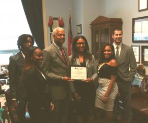 five students pose with Congressman Hank Johnson