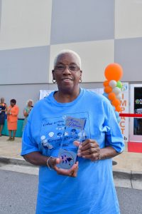 Cedar Grove Elementary grandparent holds award