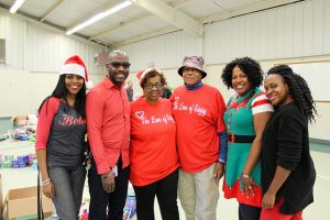 Indian Creek staff and Love of Giving volunteers take picture